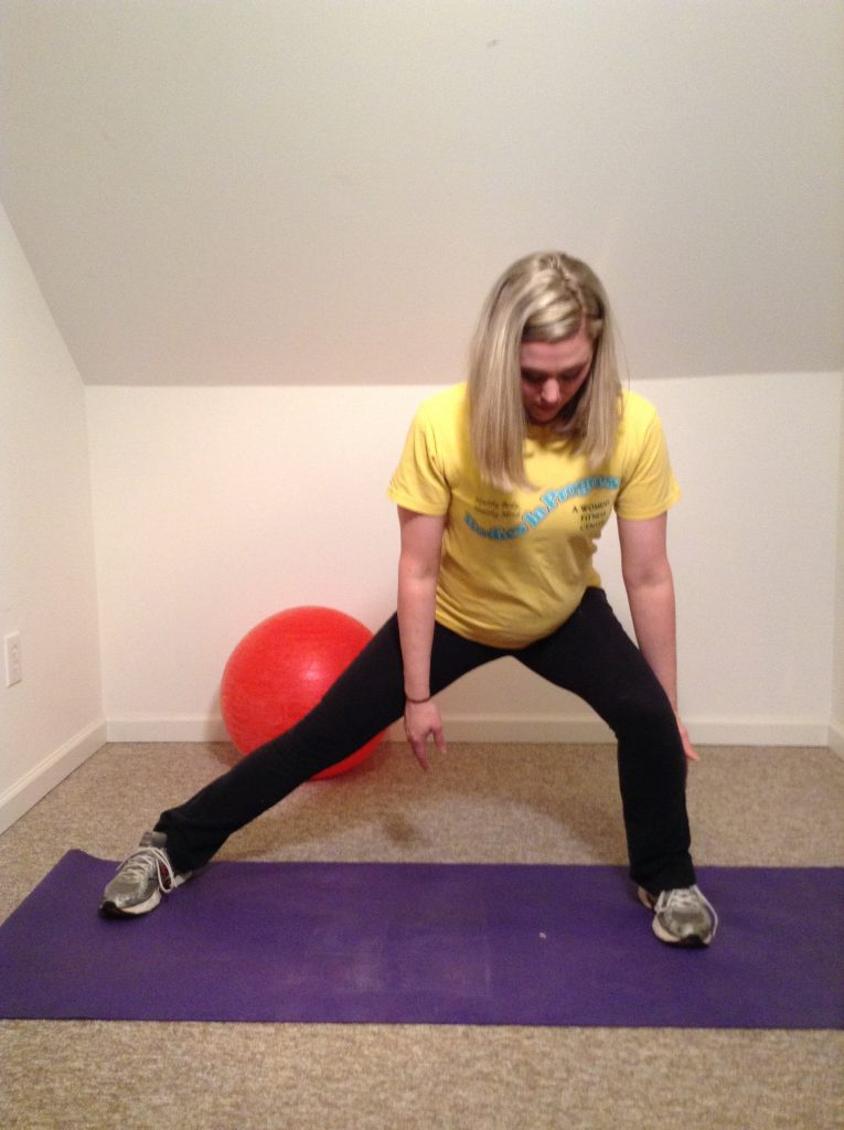 woman doing Side lunges